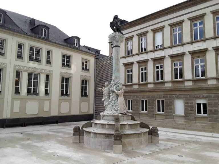How to spend one remarkable day in Luxembourg City -Dicks-Lentz monument by GilPe