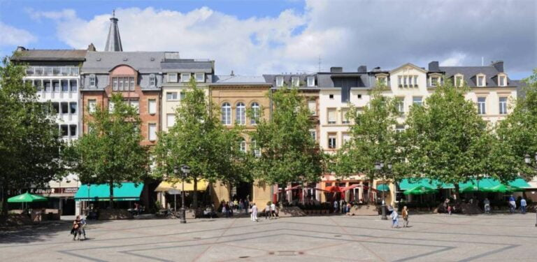 How to spend one remarkable day in Luxembourg City - William II Square by Cayambe