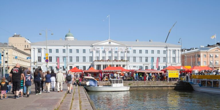 An extraordinary weekend in Helsinki - Market Square by Diego Delso