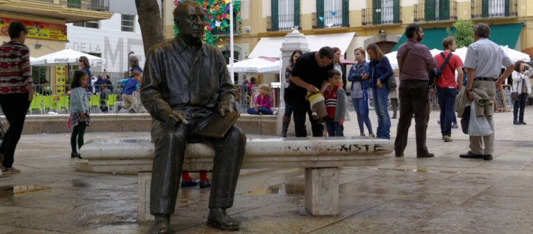 How to get the most of Malaga - Merced Square - Picasso's Statue by Berthold Werner