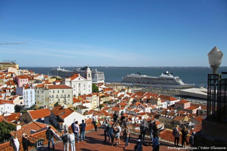 Lisbon in 2 days - Portas do Sol Viewpoint by Vitor Oliveira