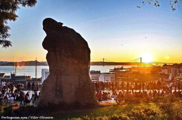 Lisbon in 2 days - Santa Caterina Viewpoint by Vitor Oliveira