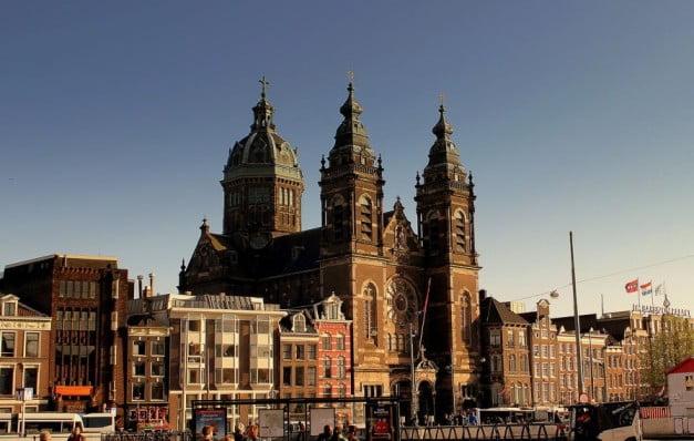 Amsterdam in 2 wonderful days - Basilica of Saint Nicholas by calflier001