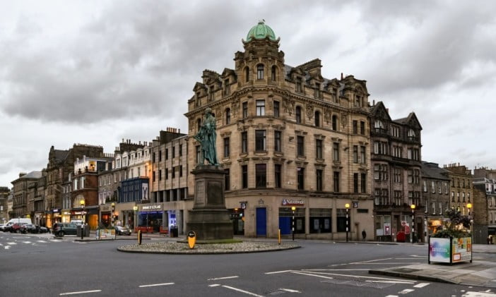 Edinburgh in 2 days - George Street by Jorge Franganillo