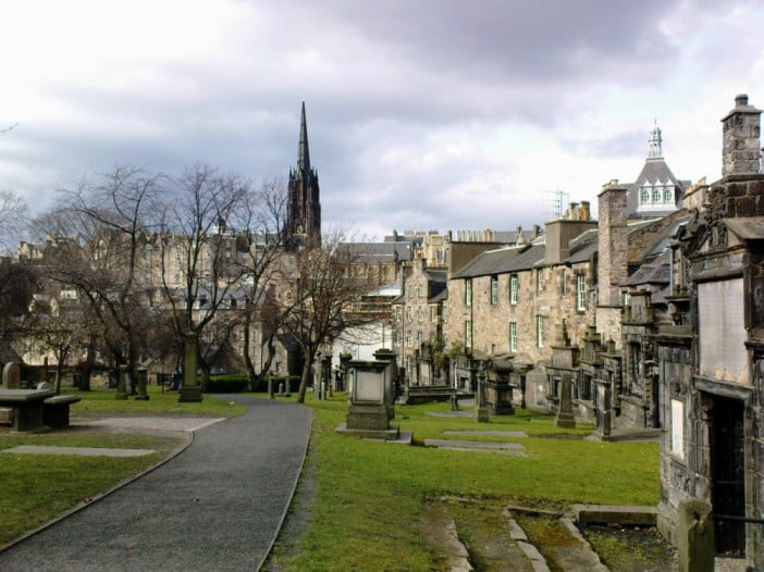 Edinburgh in 2 days - Greyfriars Kirkyard by Oliver Mallich