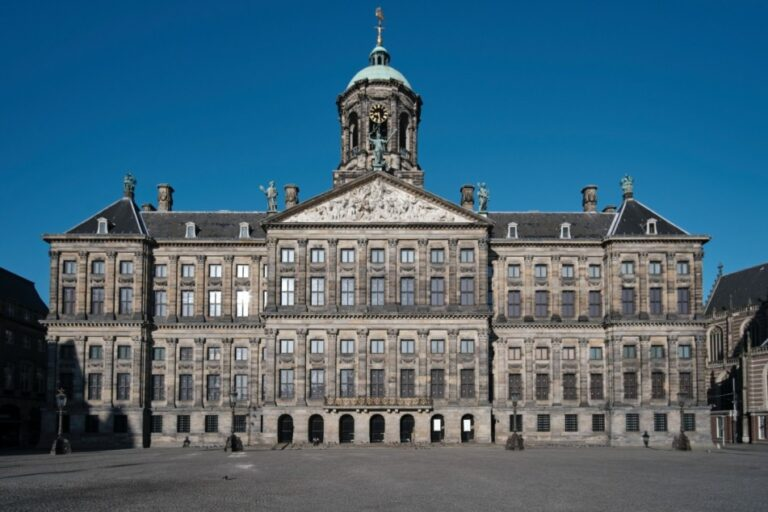 Amsterdam in 2 wonderful days - Dam Square - Royal Palace