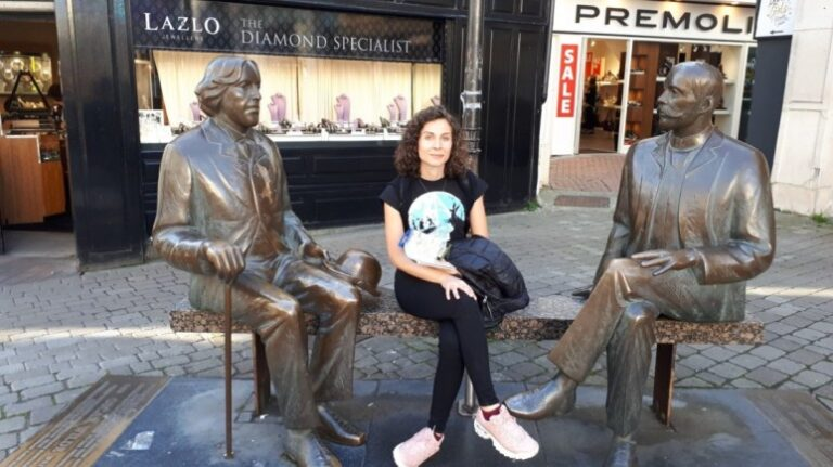 An unforgettable 5-day itinerary through Ireland and Northern Ireland - Galway - Statue of Oscar Wilde and Eduard Vilde
