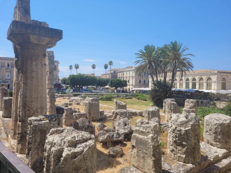 An unforgettable 2-week road trip through Sicily - Syracuse - Temple of Apollo