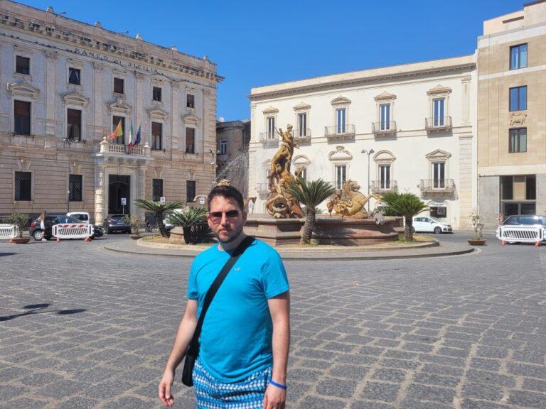 An unforgettable 2-week road trip through Sicily - Syracuse - Piazza Archimede