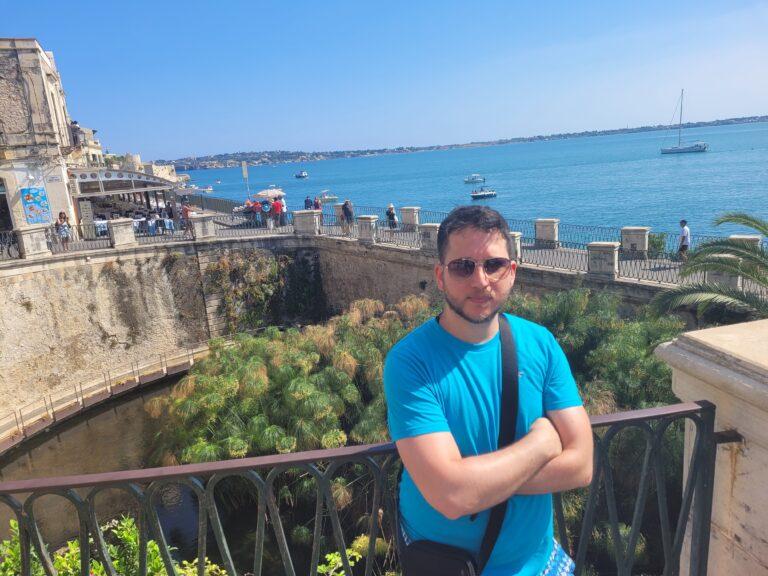 An unforgettable 2-week road trip through Sicily - Syracuse - Aretusa Spring