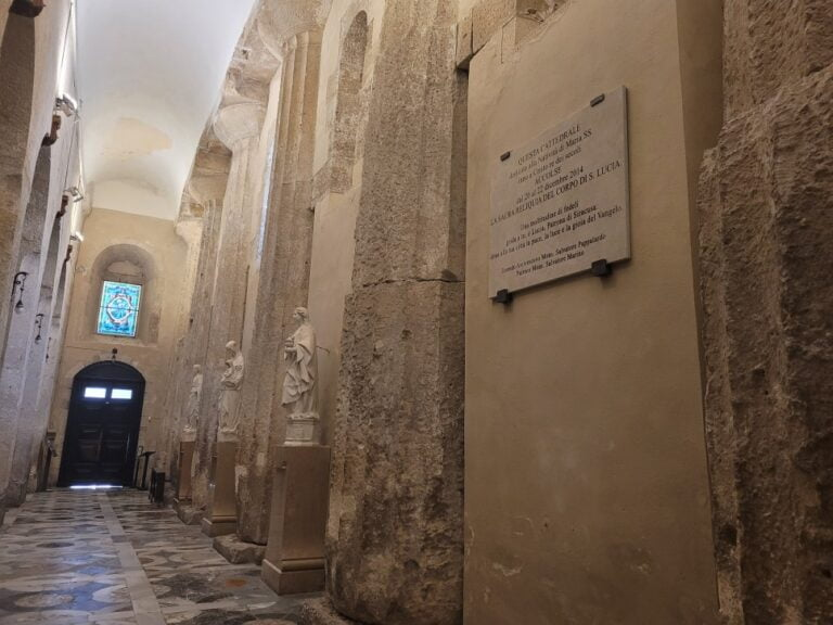 An unforgettable 2-week road trip through Sicily - Syracuse - Cathedral from inside