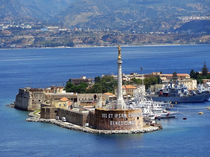 An unforgettable 2-week road trip through Sicily (part 2) - Messina - Madonnina del Porto by Effems