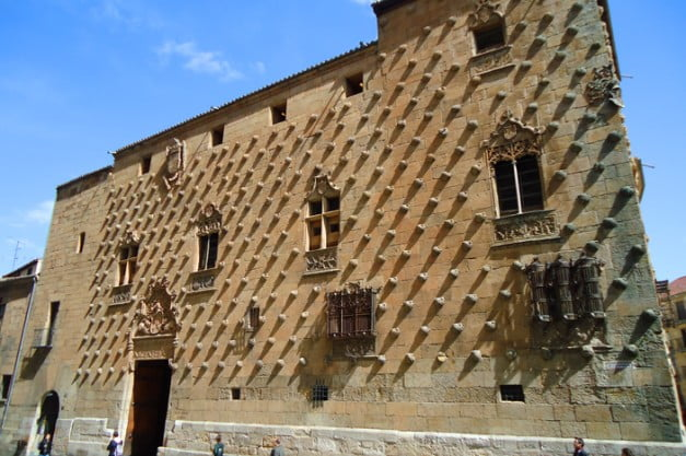 A delightful Spanish Road Trip through the Castiles - Salamanca - House of Shells by Payanes8