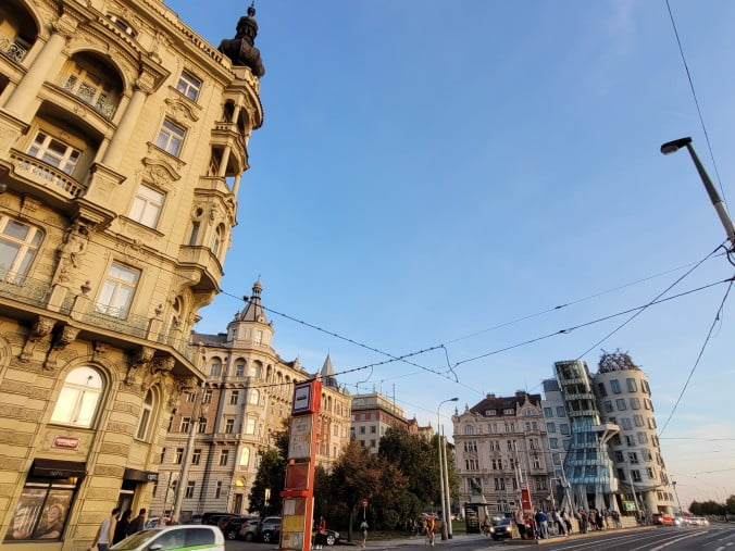 Prague in 3 marvellous days - Buildings along the river and Dancing House