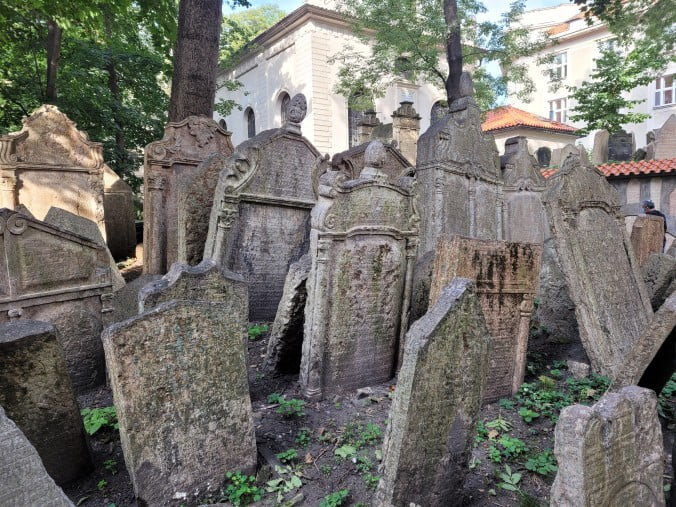 Prague in 3 marvellous days - Old Jewish Cemetery